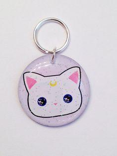Douce Artémis Kawaii White Kitty lune Kitty - Pet Id Tag - Dog Tag de Id - Cat Id Tag - résine pet Id - Glitter Pet Id - Cute Id Tag