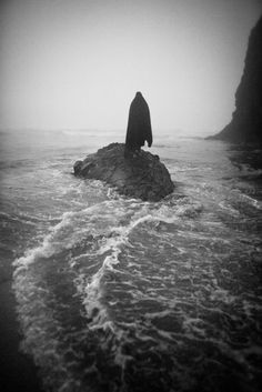 Nashalina Schrape | Eerie | Creepy | Surreal | Uncanny | Strange | 不気味 | Mystérieux | Strano |