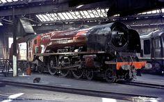 old-style train engine Diesel Locomotive, Steam Locomotive, Locomotive Engine, Steam Trains Uk, Old Wagons, Steam Railway, Train Art, British Rail, Old Trains