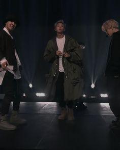 poofy jacket mon The Ellen Show, Rap God, Kim Namjoon, Bts Rap Monster, Bts Pictures, I Love Bts, Benetton, Bts Group, Korean Boy Bands