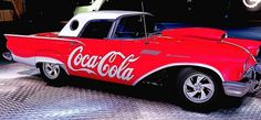 Coca Cola& Red with Ford Thunderbird. Coca Cola Decor, Coca Cola Ad, Always Coca Cola, Santas Vintage, Vintage Coke, Ford Thunderbird, Chevy Impala, Gta, Ferrari