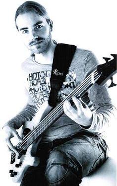 Biete E-Bass und Gitarren Unterricht in Recklinghausen, Bochum, Herne und via Skype
