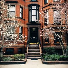 New York, New York, home to so many gorgeous brownstones. #neverstoptraveling