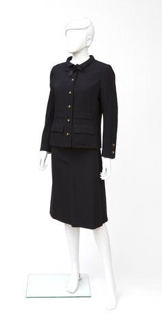 CHANEL Haute Couture N°58978,58979 Circa 1970 Tailleur en lainage noir gansé  de 91aac6c5251