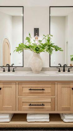 Master Bathroom Vanity, Bathroom Vanity Designs, Modern Master Bathroom, Bathroom Interior Design, Double Sink Bathroom, Spa Master Bathroom, Bathroom Vanity Lighting, Neutral Bathroom, Modern Bathroom Vanities