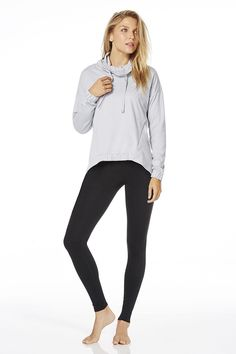 Leave the gym glowing in this head-turning set. Slip into our versatile pullover and our performance Salar leggings that look good to-and-from and all places in between.| Basel Outfit- Fabletics