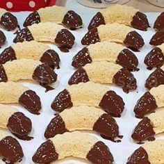 Mákos krémes Krispie Treats, Rice Krispies, Desserts, Food, Tailgate Desserts, Deserts, Essen, Postres, Meals
