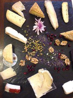 Misto de restaurante, wine bar e loja de alimentos de qualidade espetacular no Ghetto! Beppe e I Suoi Formaggi #roma #rome #receitaitaliana #receitas #receita #recipe #ricetta #cibo #culinaria #italia #italy #cozinha #belezza #beleza #viagem #travel #beauty #beppeeisuoiformaggi #ghetto #formaggio #queijo #cheese #restaurant #restaurante #ristorante