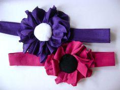 ruban/headband en tissu jersey avec fleur rose foncé ou violet et centre rembourré noir ou blanc, le bandeau a une largeur  de 3 cm, diamètre de la fl