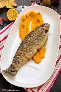RETETE CU PASTRAV | Diva in bucatarie Romanian Food, Steak, Food And Drink, Sweets, Salmon, Gummi Candy, Candy, Steaks, Goodies