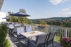 BEST WESTERN Ahorn Hotel Birkenhof Terrasse im Sommer mit einzigartigem Blick auf Oberwiesenthal