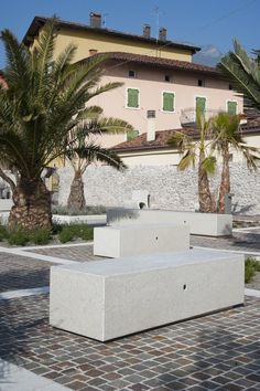 #Bellitalia very elegant street furniture solution. #concrete and #marble #urban #design street furniture - arredo urbano - mobiliario urbano - mobilier urbain