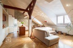 Tento krásný světlý byt, který se nachází v posledním patře činžovního domu na Vinohradech, je dispozičně rozdělen do dvou úrovní. Spodní část, kde… Stairs, Living Room, Bed, Kitchen, Furniture, Home Decor, Stairway, Cooking, Decoration Home