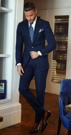 Best shirt stays to keep your shirt tucked in - Men's Suits & Suit Separates Mode Masculine, Blue Suit Men, Blue Suits, Dark Blue Suit, Suit For Man, Navy Blue Tuxedos, Formal Men Outfit, Men Formal, Mode Costume