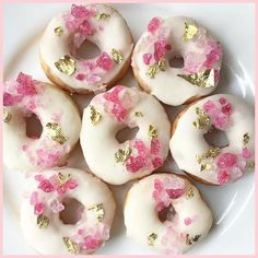 These simple vanilla and buttermilk baked donuts are a mix of old fashioned nostalgia and modern healthy(er) treat. Tender crumb and old fashioned milk glaze. Fancy Donuts, Cute Donuts, Mini Donuts, Baked Donuts, Doughnuts, Delicious Donuts, Delicious Desserts, Cupcakes, Cupcake Cakes