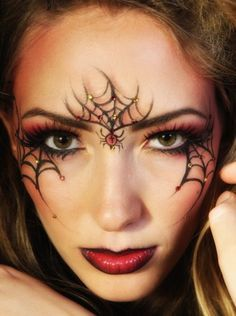 15 Creepy Eye Makeup Ideas You Want to Try for Halloween 15 gruselige Augen Make-up-Ideen, di. Makeup Clown, Halloween Eye Makeup, Halloween Eyes, Doll Makeup, Easy Halloween, Face Makeup, Maquillaje Halloween 2018, Creepy Eyes, Artistic Make Up