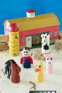 Knitted farm animal finger puppets.  Would be perfect to go with Old MacDonald had a farm song.