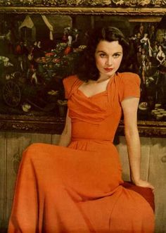 Vivien Leigh wearing an long orange dress