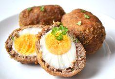 Skót tojás recept: Ez a tojásos recept frissen a legfinomabb, amikor még kicsit lágy a tojás belseje. Bármilyen körettel lehet tálalni, vagy csak egyszerűen egymagában fogyasztani. :) Hungarian Recipes, Meatloaf, Salmon Burgers, Food Photo, Finger Foods, I Foods, Baked Potato, Sausage, Dessert Recipes