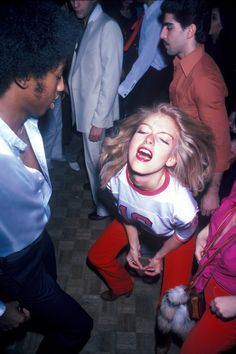 Pictures That Show Just How Crazy Disco Really Was A look back at the hedonistic disco clubs of the presented by Getty Images.A look back at the hedonistic disco clubs of the presented by Getty Images. 70s Inspired Fashion, 70s Fashion, 1970s Disco Fashion, Studio 54 Fashion, Fotografia Retro, Look Disco, 1970s Aesthetic, Disco Club, Disco 70s
