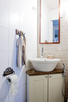 Talon pienessä kylpyhuoneessa ovat kaikki neliöt tehokäytössä.
