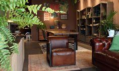 Roble macizo, muebles de diseño para salón con un toque rústico e industrial. Piel de búfalo 100% en butacas y sofás.
