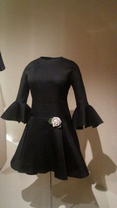 1968 Cristóbal Balenciaga Balenciaga Dress, French Fashion, Vintage Fashion, Historical Costume, Couture, Yohji Yamamoto, Vogue, High Neck Dress, Formal Dresses
