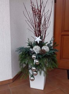 There are numerous ways to decorate your front porch and spread a festive atmosphere and holiday joy all around. Either done by yourself or with family, we are providing you with creative ideas of Christmas porch decorations to help you get inspired. Outdoor Christmas Planters, Christmas Urns, Outdoor Christmas Decorations, Rustic Christmas, Christmas Holidays, Christmas Wreaths, Christmas Crafts, Front Porch Ideas For Christmas, Christmas Decorating Ideas