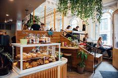 Ouvert depuis le printemps 2015 sur la rue Notre-Dame Ouest, le Tommy Café est un des plus populaires endroits de la ville où boire un excellent café. Dame, Restaurants, Spring Summer 2015, City, Restaurant, Diners