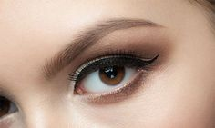 Permanente eyeliner boven en/of onder bij Beauty & Balance Permanent Eyebrows, Permanent Makeup, Cosmetic Lip Tattoo, Eyebrow Embroidery, Eyeliner Tattoo, Brow Wax, How To Grow Eyebrows, Makeup Services, Perfect Brows