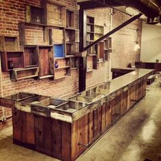 Store counter and wall display made out of vintage crates basement bar ideas Cageots Vintage, Vintage Crates, Retail Counter, Store Counter, Counter Display, Coffee Shop Counter, Retail Store Design, Retail Shop, Vape Store Design