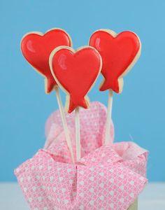 Dulces galletas con forma de globos corazón! Idóneas para el Día de San Valentín! Via blog.fiestafacil.com / Sweet cookies in the shape of heart balloons, ideal for St. Valentine's Day! Via blog.fiestafacil.com