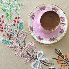Kanaviçe masa örtüsü / İlknur Alaçam