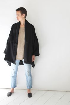 ‧ oversized fit with drop shoulders‧ shawl collar with open front, no closures‧ two front pockets‧ front and back seam details, unlined‧ 100% mohair‧ made in california.
