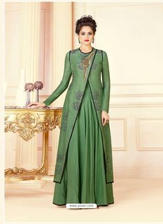 Green Table Print & Embroidered Gown muslimsalwarkameez salwarkameez muslimahfashion mybatua muslimah modestfashion hijabista is part of Indowestern gowns - Indian Gowns Dresses, Pakistani Dresses, Indian Party Wear Gowns, Indian Designer Outfits, Designer Gowns, Designer Anarkali, Indowestern Gowns, Kurti Designs Party Wear, Anarkali Dress