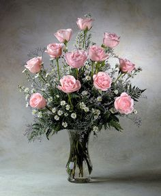 One Dozen Roses. Formal Flower Arrangement. Great for I Love you , anniversary or maternity and Valentine's. Flower Factor