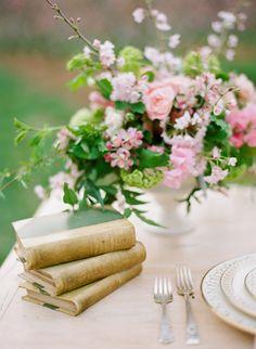 Seating Arrangement Wedding, Seating Plan Wedding, Wedding Flower Arrangements, Wedding Centerpieces, Floral Arrangements, Yellow Wedding Flowers, Wedding Table Flowers, Wedding Table Settings, Yellow Daisies