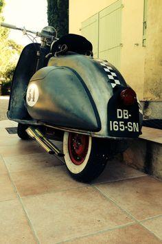 Vespa Bike, Piaggio Vespa, Lambretta Scooter, Vespa Scooters, Vespa Retro, Retro Scooter, Vintage Vespa, Custom Moped, Classic Vespa