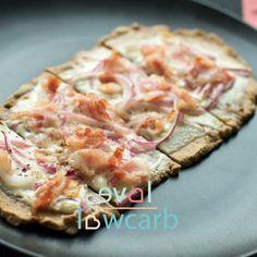 Pizzahunger bedeutet ja meistens, dass es schnell gehen muss - darum ist dieser Teig mit 3 Zutaten und nur minimaler Zeit zum vorbacken bestens geeignet. Obwohl ich immer noch Fan von meiner Ursprungsversion bin, schlägt diese Variante mein erstes Rezept... #backen #glutenfrei #hauptgericht