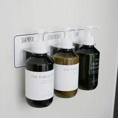 ボトルを壁付けできる、お洒落で衛生的な「Otelオテル」のマジックシートフックシリーズのご紹介です。 【バス】まさにこんなの欲しかった!ボトルを壁付けできる、お洒落で衛生的なマジックシートフック♡【ひなたライフ】(ひなたライフ) Bathroom Soap Dispenser, Shampoo Bottles, Scandinavian Bathroom, Bathroom Plants, Bottle Design, Drip Coffee Maker, Wine Rack, Whiskey Bottle, Home Remodeling