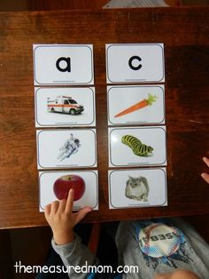 These FREE printable alphabet picture cards are gorgeous!  Love the bright colors... and they have at least 4 pictures for  every letter! from /themeasuredmom/