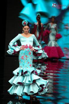 "Yolanda Rivas y MM Garrido Complementos  ""Manuela"" – Simof 2017 | Moda Flamenca - Flamenco.moda Sea Colour, Spanish Fashion, Image Makers, Fishtail, African Fashion, Chiffon, Colours, Turquoise, Dance"