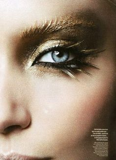 cool make-up with eye-catching eyelashes - Trend Gold Makeup 2019 Gold Makeup, Makeup Art, Beauty Makeup, Eye Makeup, Hair Makeup, Runway Makeup, Exotic Makeup, Makeup Ideas, Metallic Makeup
