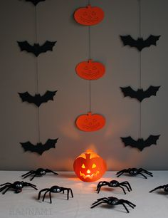Crafts with kids, halloween decorations Diy Halloween, Halloween Decorations, Pumpkin Carving, Crafts For Kids, Blog, Home Decor, Crafts For Children, Decoration Home, Kids Arts And Crafts