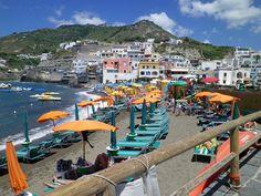 ISCHIA – WANDERN, THERMALQUELLEN UND VIEL NATUR ! Die kleine Insel ist so herrlich typisch italienisch, keine Betonburgen und das Landesinnere überrascht mit Weinbergen, Kastanien- und……weiter unter: http://welt-sehenerleben.de/ #Ischia #Italien #Urlaub #Nordsee