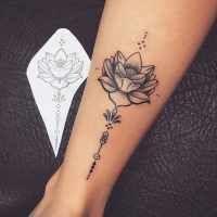 Tatouage Fleur de Lotus Dotwork sur Cheville