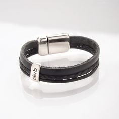 bijoux en cuir made in France - Oliv. Bracelet Cuir, Fitbit Alta, Bracelets, How To Make, Fashion, Leather Jewelry, Small Boy, Black Leather, Kid