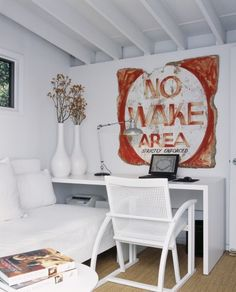 Get the Comfortable Home with Lake Home Decor : Modern Lake Home Office Decor Also Modern White Desk And Chair Also Modern White Couch Also Cool Desk Lamp And White Lovely Flower Vase Also Light Brown Carpet And Old Poster Design Written No Wake Area Style Shabby Chic, Shabby Chic Homes, Home Office Design, Home Office Decor, Home Decor, Office Ideas, Office Designs, Modern White Desk, Mini Loft
