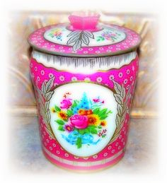 The most gorgeous little vintage biscuit tin!