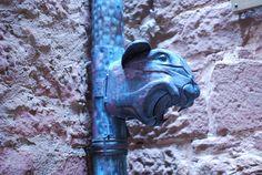 Château-Fort du haut-Koenigsbourg - région Alsace - cour de la citerne - détail